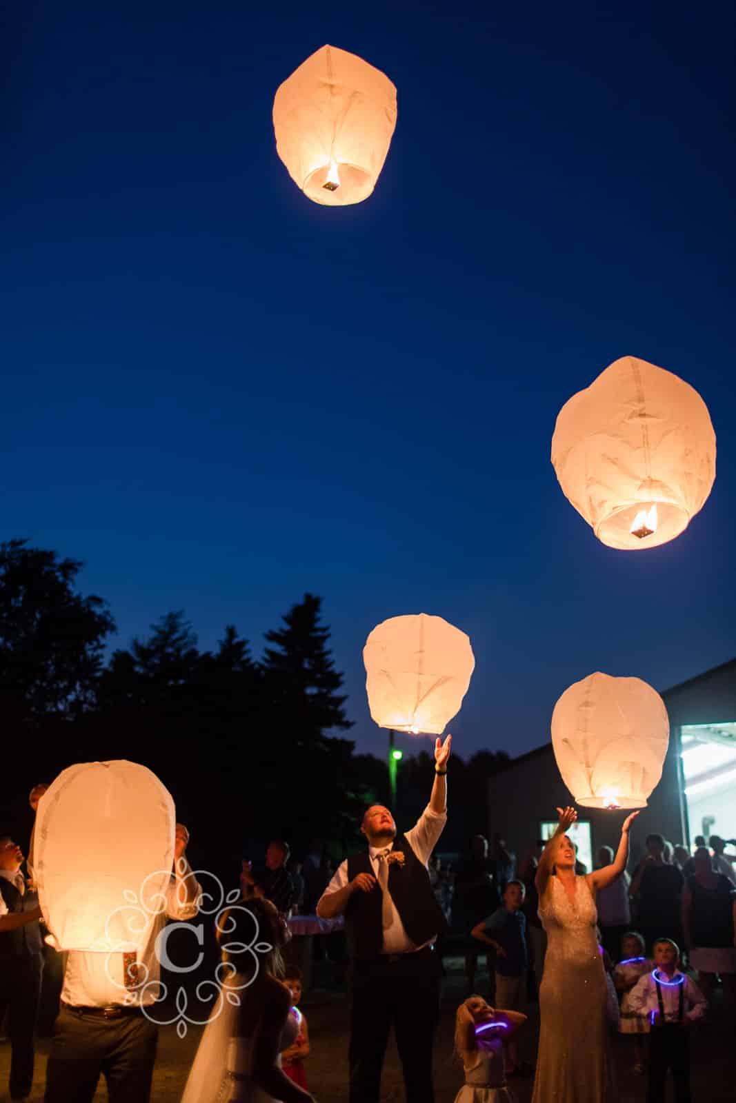 MN Barn Lantern Wedding Photos