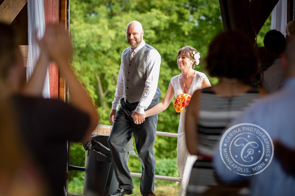Minneapolis barn farm wedding photo