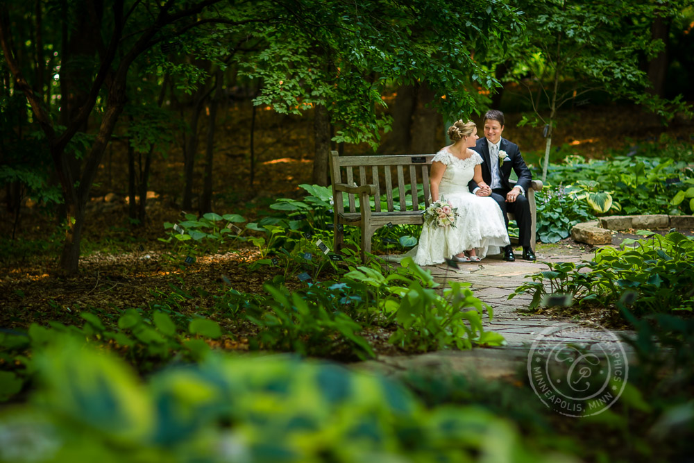 MN Landscape Arboretum Wedding Photo