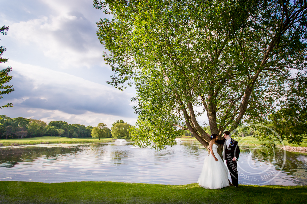 wedding-bride-groom-tree-lake-mendakota-country-club.jpg